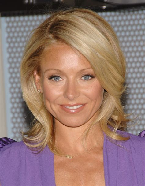 how do they curl kelly rippas hair kelly ripa hairdo