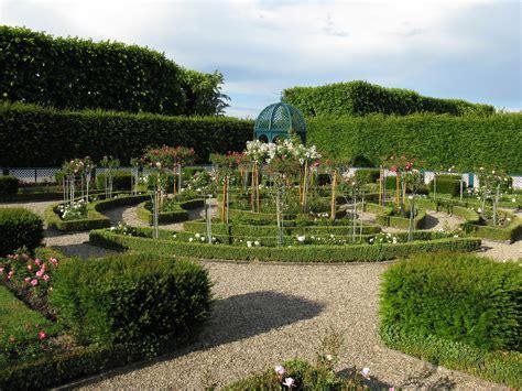 Grosser Garten file hannover herrenhausen gro 223 er garten rosengarten 2 jpg wikimedia commons