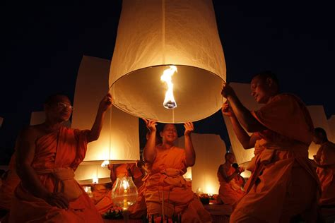 How To Make Sky Paper Lanterns - thailand new year s homage to buddha