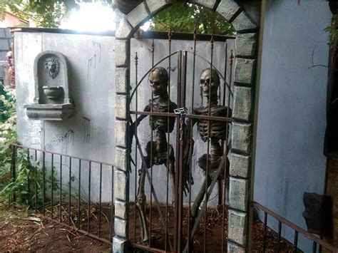 dark manor haunted house the scariest haunted house attractions in the us