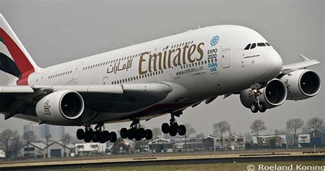 het landingsgestel de klm asia boeing 747 406m ph bfm raakt de landingsbaan afkomstig
