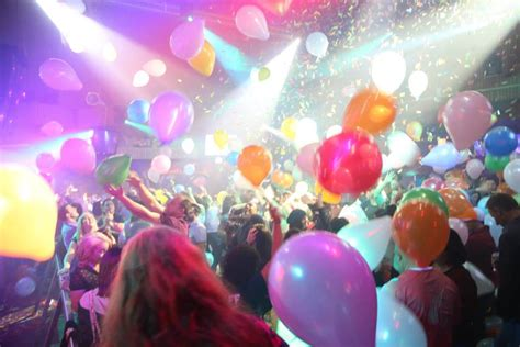Balloon Falling From Ceiling by Nite Club At Seacrets City Maryland Live