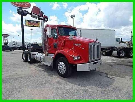 kenworth t800 semi truck kenworth t800 2011 daycab semi trucks