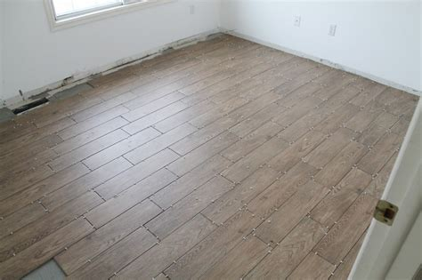 faux wood flooring tips for achieving realistic faux wood tile chris loves julia