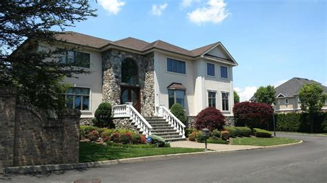 Single Family Detached In Todt Hill 11 Utopia Court Staten Island Luxury Homes