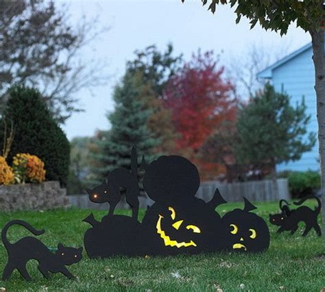 Scary Outdoor Decorations by 34 Scary Outdoor Decorations And Silhouette