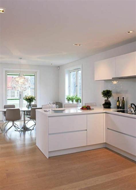 cuisine blanche parquet les 25 meilleures id 233 es concernant cuisines blanches sur