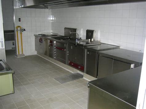 sol cuisine professionnelle carrelage et fa 239 ence dans une cuisine collective orl 233 ans