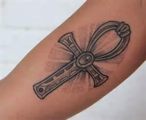 tatouage idee 16 tatouages 233 ternelle ankh 233 gyptien 06 07