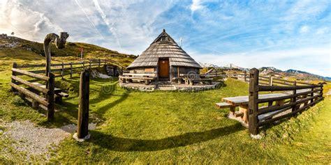 cottage montagna hutte ou maison de cottage de montagne sur la colline