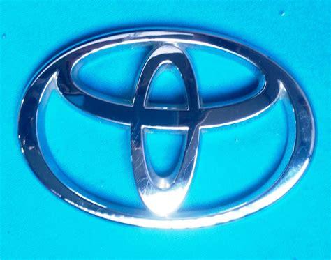 Emblem Base Toyota Sienta Ori 2 emblema original toyota 10 0 cm lar x 7 0 cm ancho usado hm4 199 90 en mercado libre