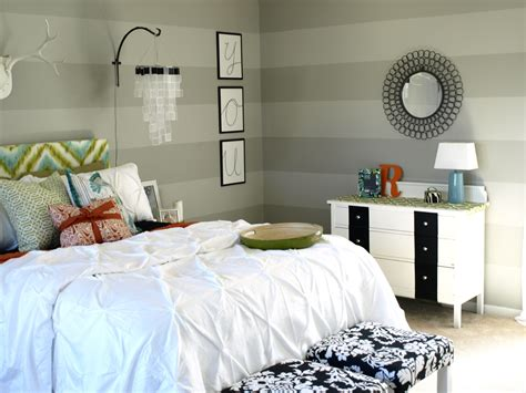 happy bedroom quot happy chic quot bedroom makeover diy bedroom makeover on a
