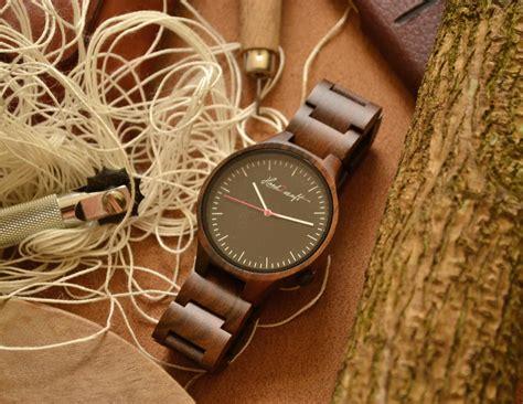 Jam Tangan Kayu Ak Feminim berkah penghasilan puluhan juta rupiah dari kerajinan jam