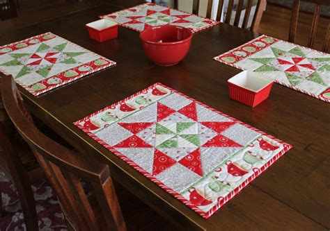 in august pinwheel table runner placemats