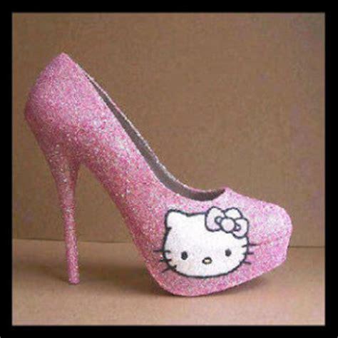 Sepatu Adelia busana februari 2013