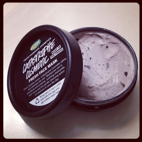 Masker Lush lush mask catastrophe made with fresh blueberries this mask calms and cleanses your
