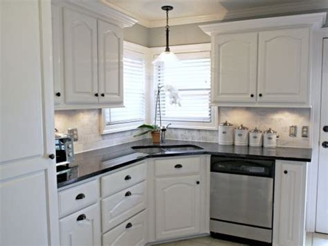 Kitchen Backsplash Ideas With White Cabinets - white kitchen backsplash ideas white cabinets black