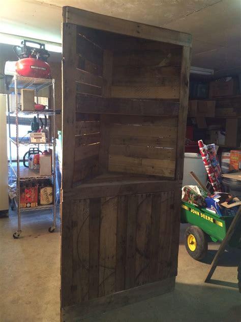 corner pallet shelf  home pinterest pallet shelves pallets  shelves