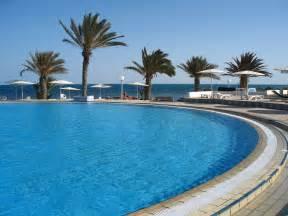 pool at file djerba el mouradi menzel hotel pool 2 jpg wikimedia commons