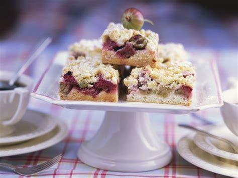 hässliche kuchen rhabarber stachelbeer kuchen mit streuseln rezept eat