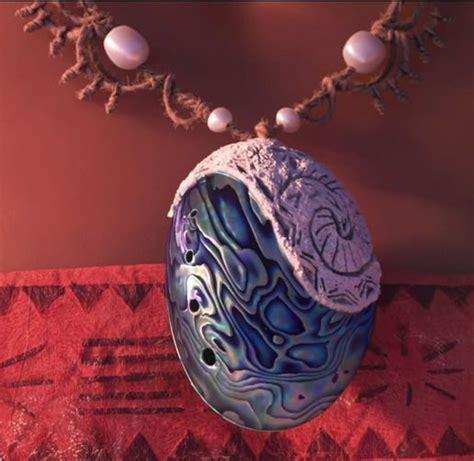moana s necklace disney wiki fandom powered by wikia - Moana Boat Necklace