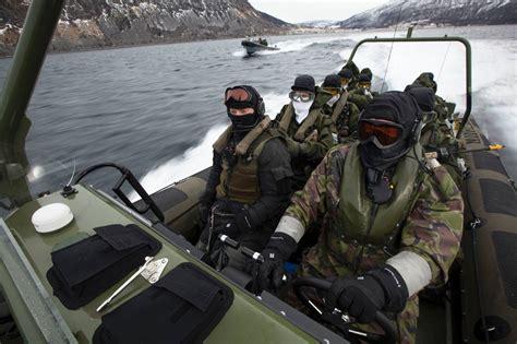 frisc motorboot materieel defensie nl - Uitrusting Speedboot
