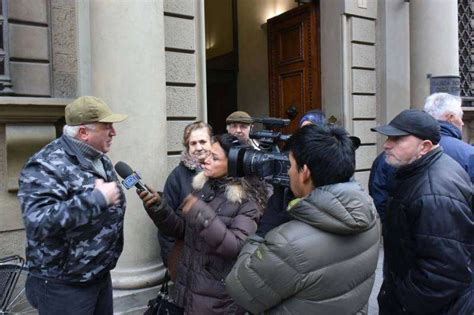 banca pop etruria protesta dei risparmiatori davanti banca etruria 3 dago
