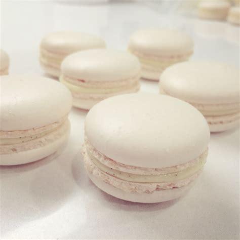 Vanela White patty cake vanilla white macarons