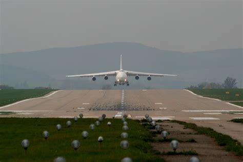 sharp wings antonov an 124 maximus air cargo ur zyd