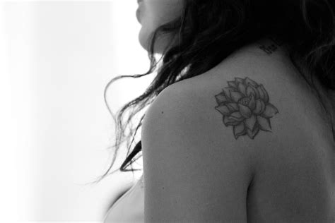 small black and white flower tattoos small flower tattoos tons of ideas designs inspiration