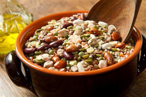 fagioli secchi a bagno legumi secchi ammollo e cottura di fagioli ceci fave
