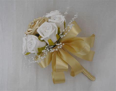Handbouquet Goldwhite wedding flowers small posy bouquet white gold roses flowergirls bridesmaids ebay