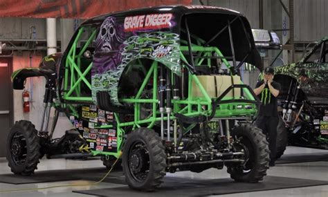 grave digger driver hurt  crash  monster truck rally