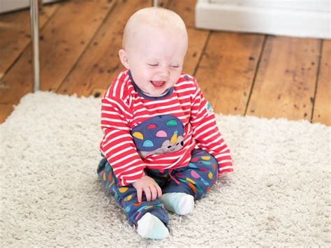 baby sensory ideas you can try at home fizzy