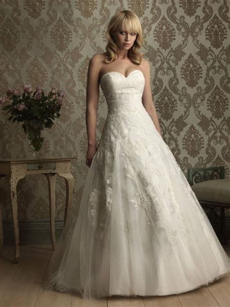 ball gown sweetheart neckline wedding dress with