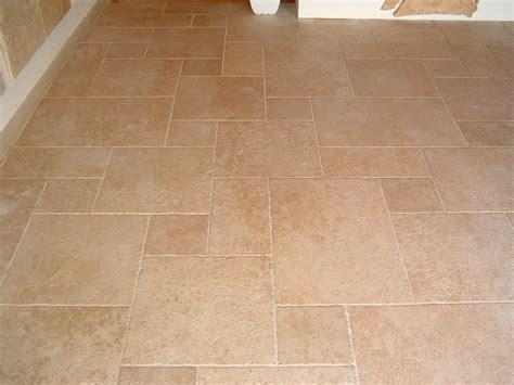 pavimento in pietra per interni pavimento in pietra calcarea per interni ed esterni
