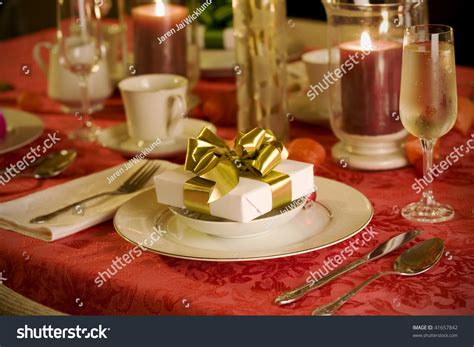 elegant christmas table setting with pink and gold elegant christmas table setting in red with gold gift as