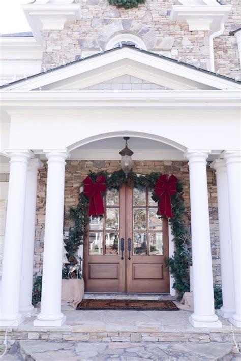 decorate  front door  christmas hanging