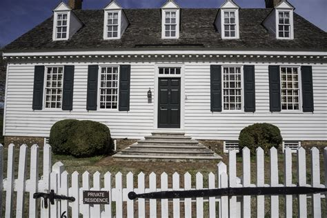white colonial house colonial house with white fence in yorktown virginia