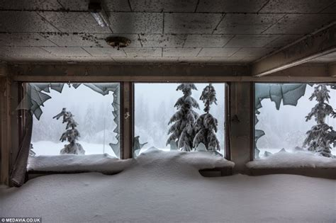eerie photos of snow blanketing the interior of an inside abandoned bislingen mountain lodge in norway