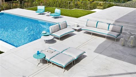 colorado illuminazione divano con base in metallo trattato per esterno idfdesign
