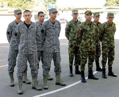 uniforme fuerza aerea colombiana uniformolog 237 a p 225 gina 3 am 233 rica militar