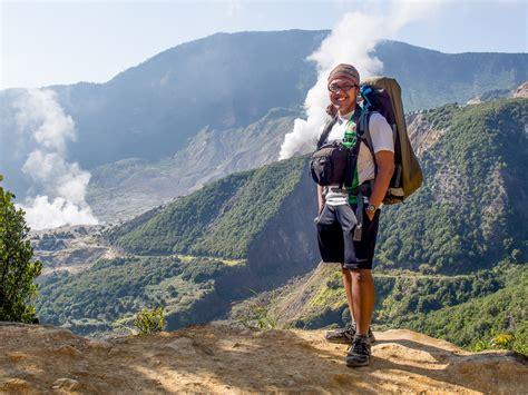 Tas Gunung Merk Indonesia memilih tas kecil untuk traveling wira nurmansyah