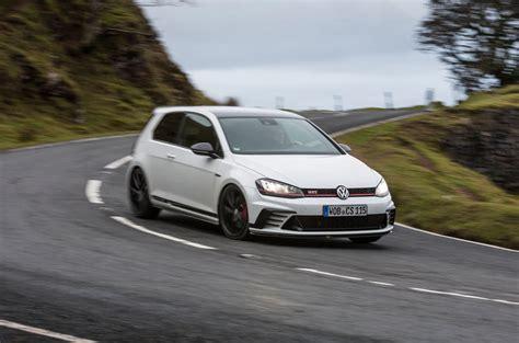 Volkswagen Gti Vs Golf by Mustang Gt Vs Volkswagen Gti Autos Post