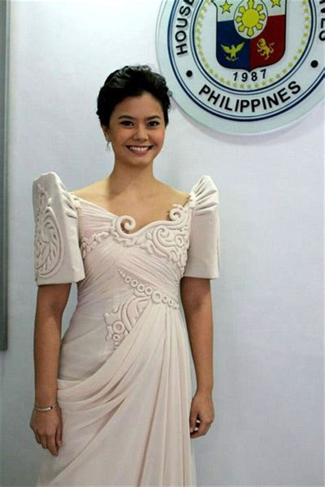 COLOR THEORY: THE BEST LOOKS AT THE SONA 2014   filipina