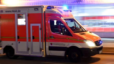 Auto Bild Fahrradfahrer by Fahrradfahrer Bei Verkehrsunfall Schwer Verletzt Bild De