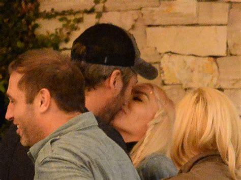 blake shelton and gwen stefani caught kissing in blake shelton and gwen stefani caught kissing in