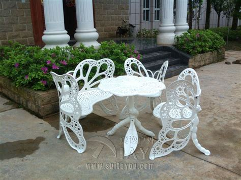 4 butterfly cast aluminum dining chair and table