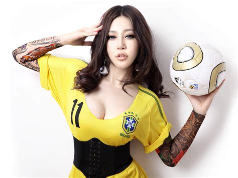 wallpaper girl football free download high quality sexy brazilian fan girl 2010