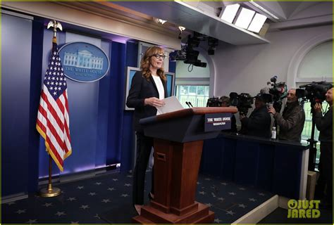 press room allison janney reprises west wing in white house press room photo 3643364